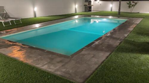 foto piscina 8x4 notturna